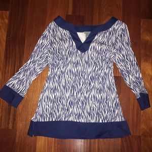 Blue & White patterned 3/4th sleeved top M